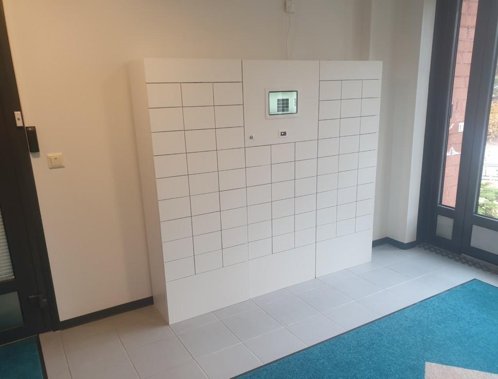 Soihtu Asunnot Oy:n Smartbox noutoautomaatti kuvattuna edestä.